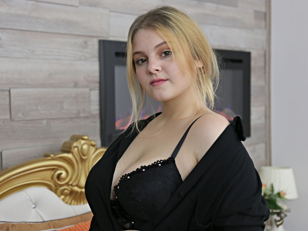 arianashine live sex cam
