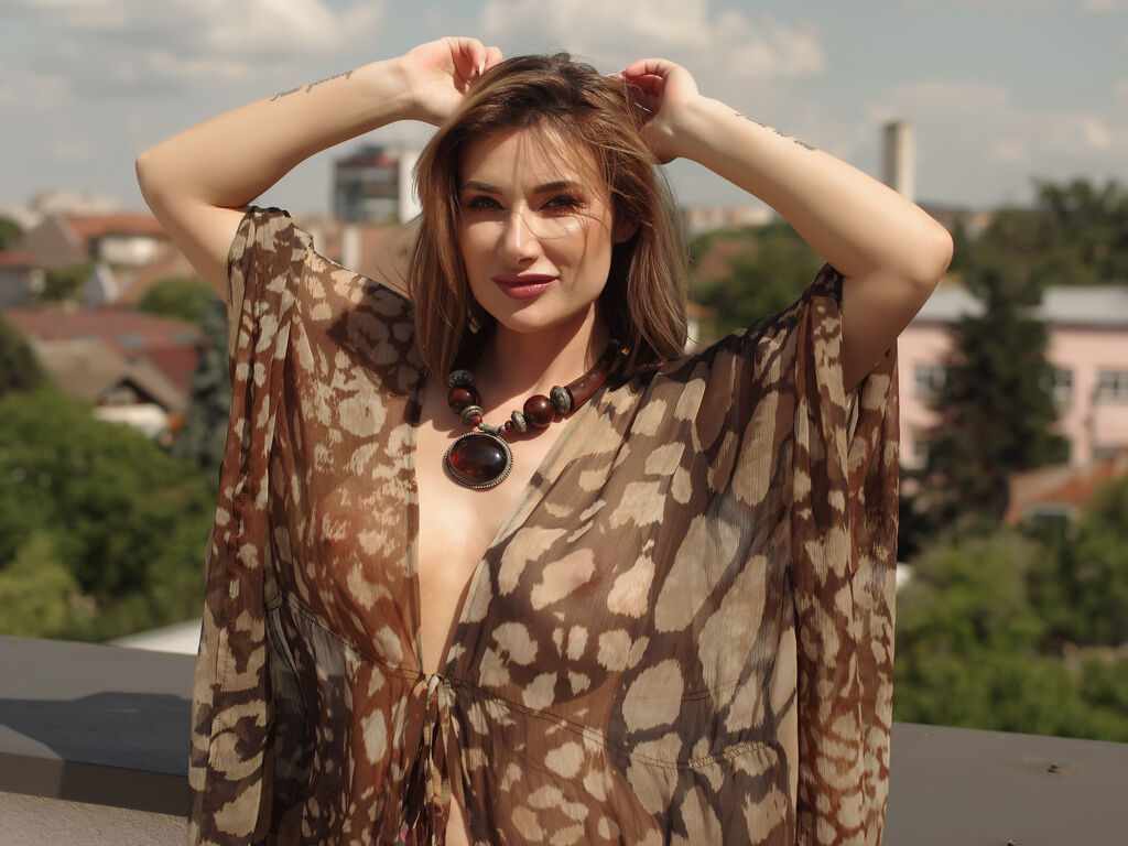GlamorNikki live sex chat