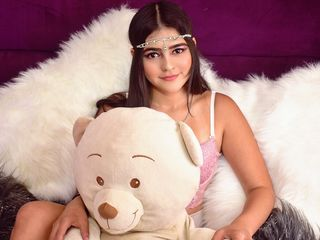 Hi, I am IsaMillers and I am 18 years and online right now on webcamsfan.com - I like sweets and stuffed animals