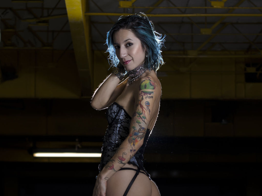 wildtattoogirl sex in live