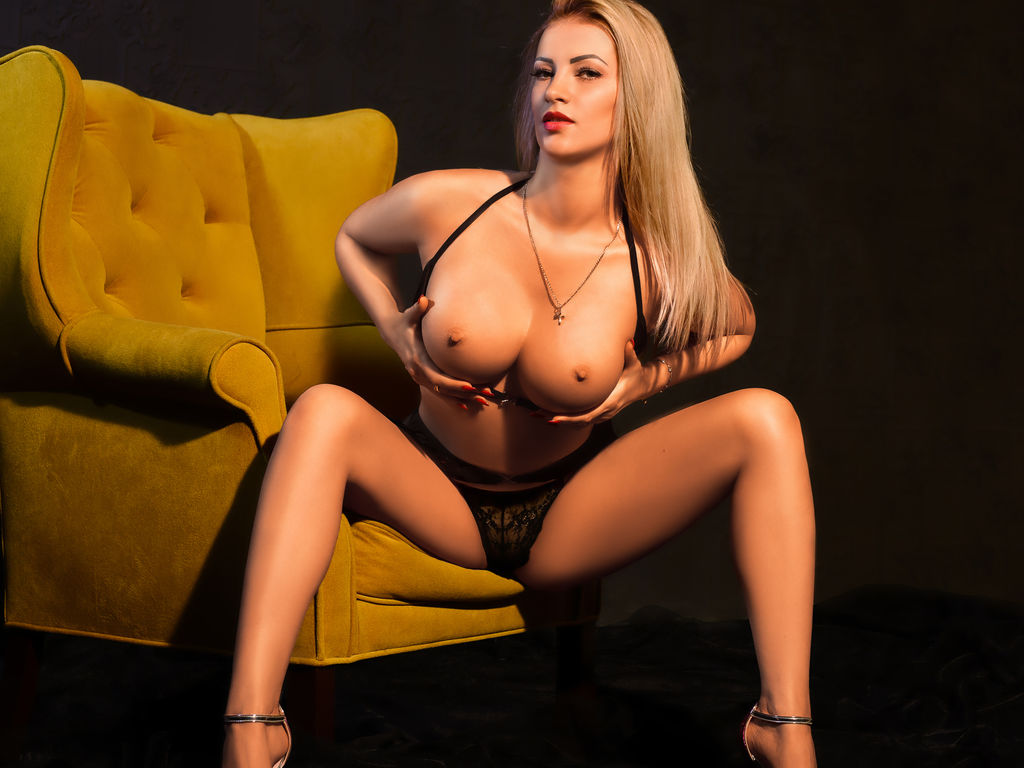 lovelyblondiexx live web cam sex chat