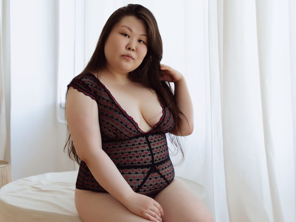 kirawong live oral sex