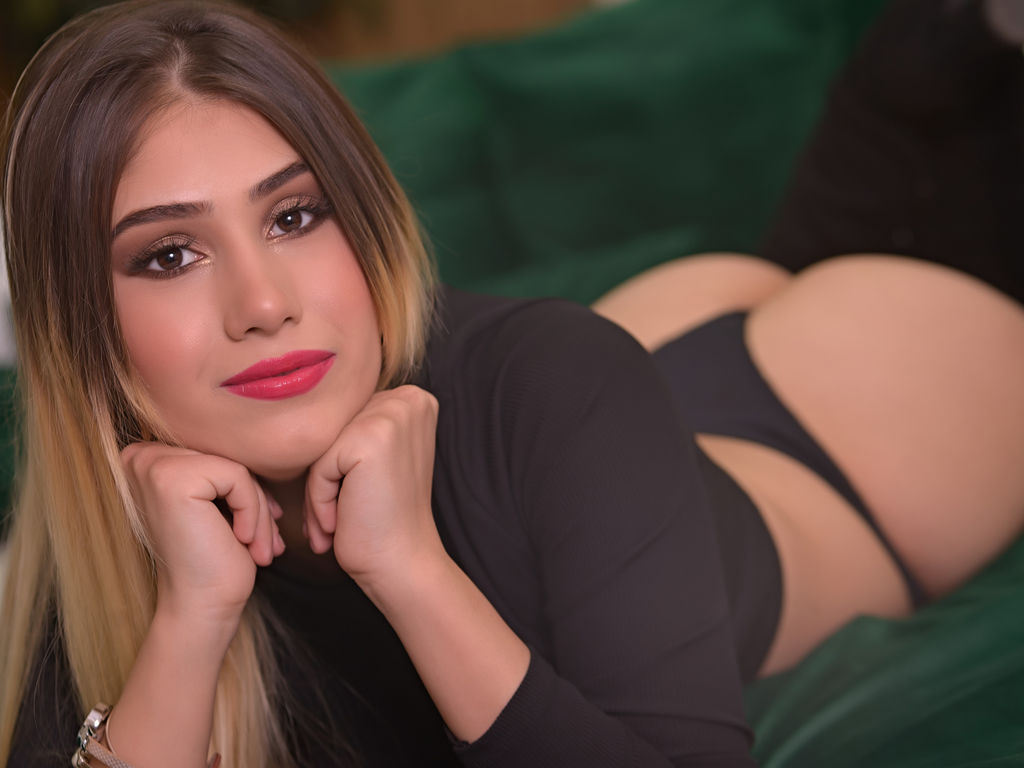 emmyrosse sex live tv