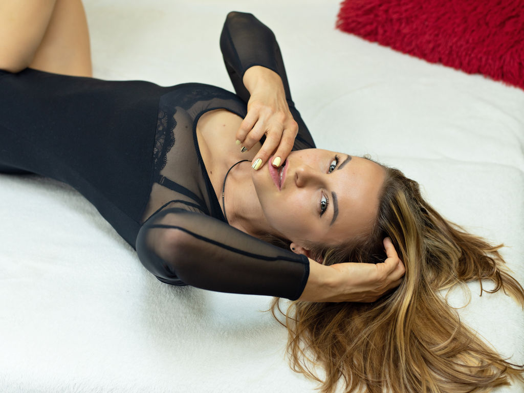 monicapearly livejasmin
