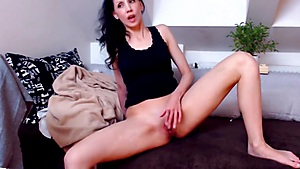 Seducing Lady Spending Time With Her Vagina