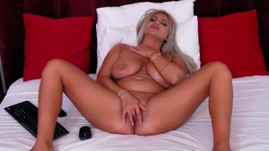 Sensual Blonde with Big Titties Will Stuck in Your Head Livecam
