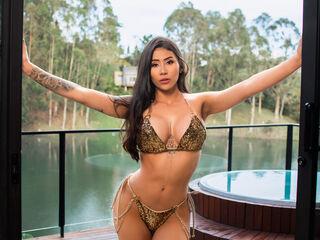 Sexy profile pic of LeilaBraga