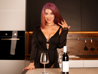 Webcam model AzaleaJoan from Web Night Cam