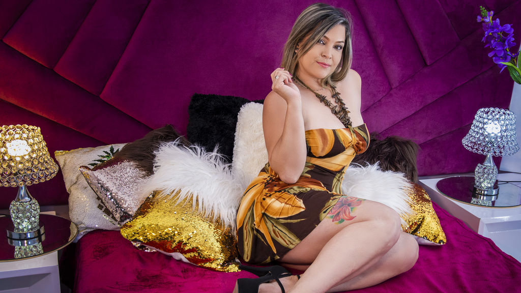Watch the sexy AlizonDiRose from LiveJasmin at GirlsOfJasmin