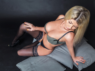 Webcam model LadyAmbery from LivePrivates