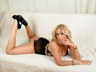 AdrianneLuna cam model profile picture