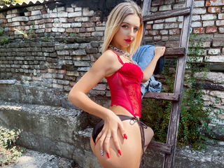 Sexy profile pic of MonikaKarter