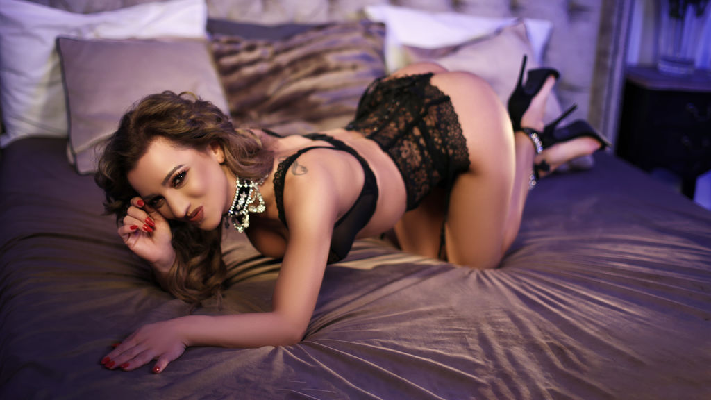 Watch the sexy RianneStephens from LiveJasmin at GirlsOfJasmin