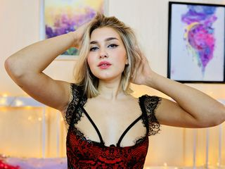 Webcam model RebeccaMenson from Web Night Cam