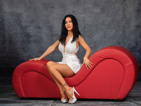 Chat with AnnemariaAdison