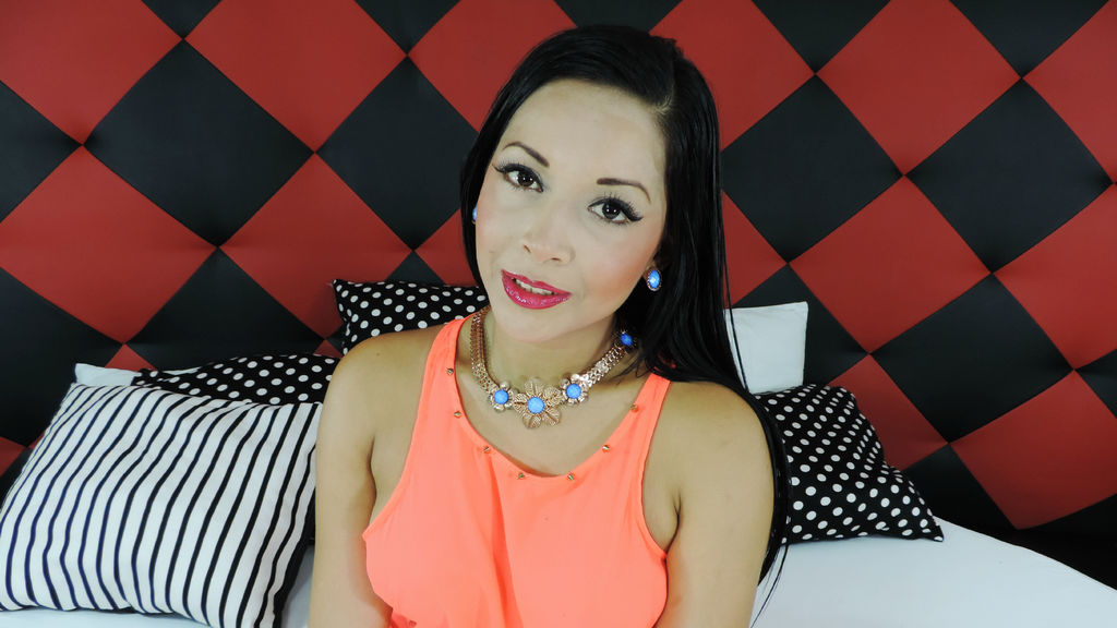 ZarahDiFusy webcam show