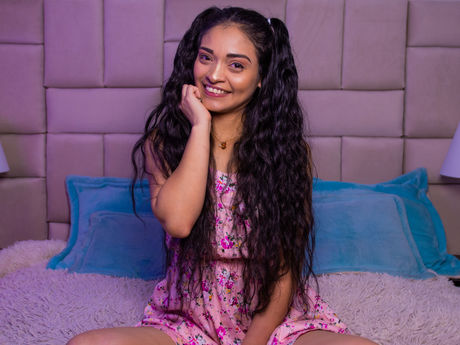 Chat with DalilaBrenson