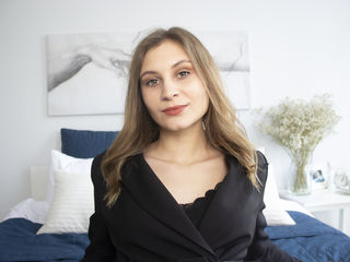 Webcam model CorneliaBenson from Web Night Cam