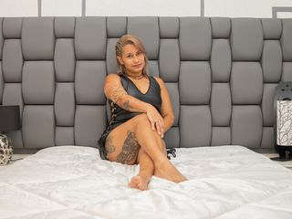 Webcam model CannelaLopez from Web Night Cam