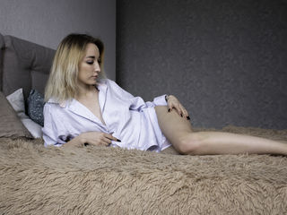 Webcam model EllieCrystal from Web Night Cam