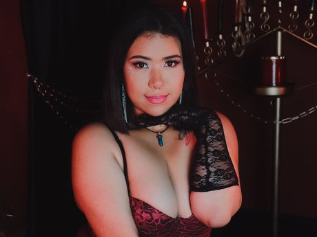 Chat with DarleenAniston