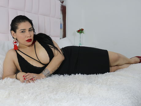 Chat with SofiaBrom