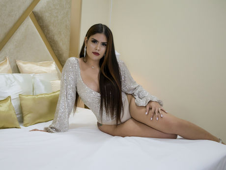 Chat with SophiaWillow