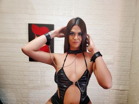Chat with AmandaBronce