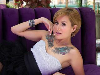 Sexy profile pic of DaphneJonhson