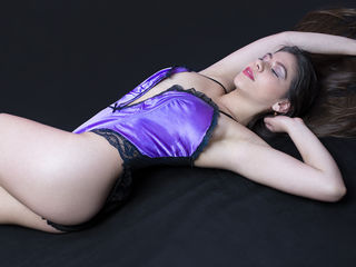 Webcam model EvelynLouis from Web Night Cam
