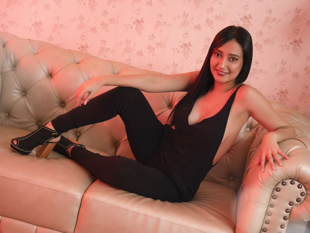 Webcam model RenataMillst from Web Night Cam (LiveJasmin)