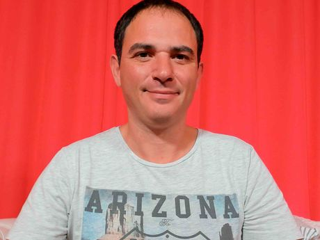 Chat with CarlosGreek