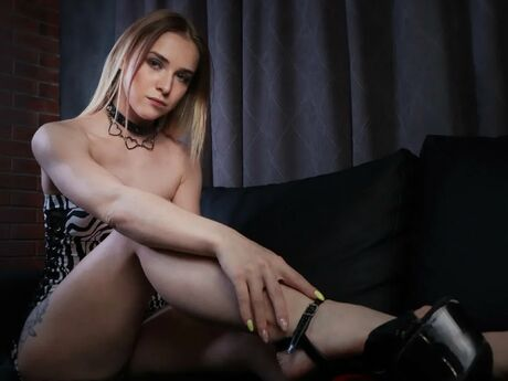 Chat with EmmaKollins