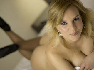 Webcam model 1Emy from LivePrivates