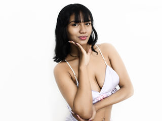 Webcam model YaraMartin from Web Night Cam
