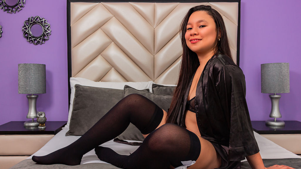 AmeliaLarzo webcam show