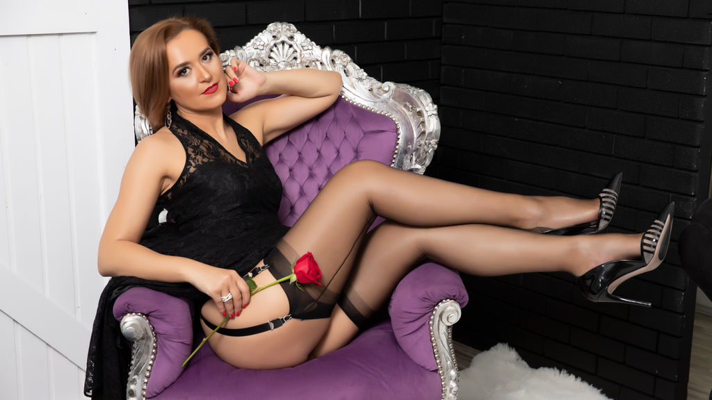 Watch the sexy KateQueenston from LiveJasmin at GirlsOfJasmin