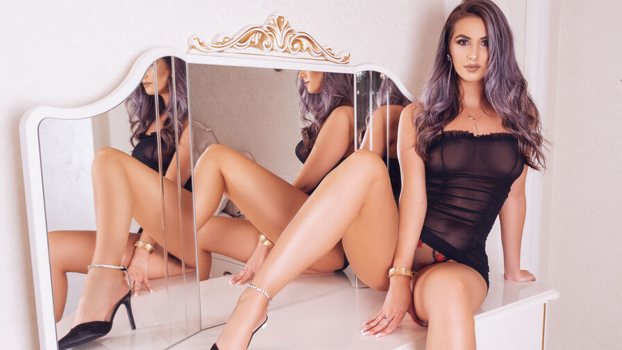Chat with IsabelaRey