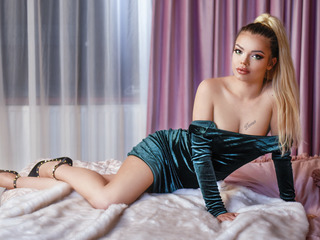 Sexy profile pic of DebbyHansen