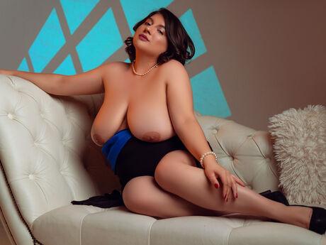 Chat with SabrinaLogan