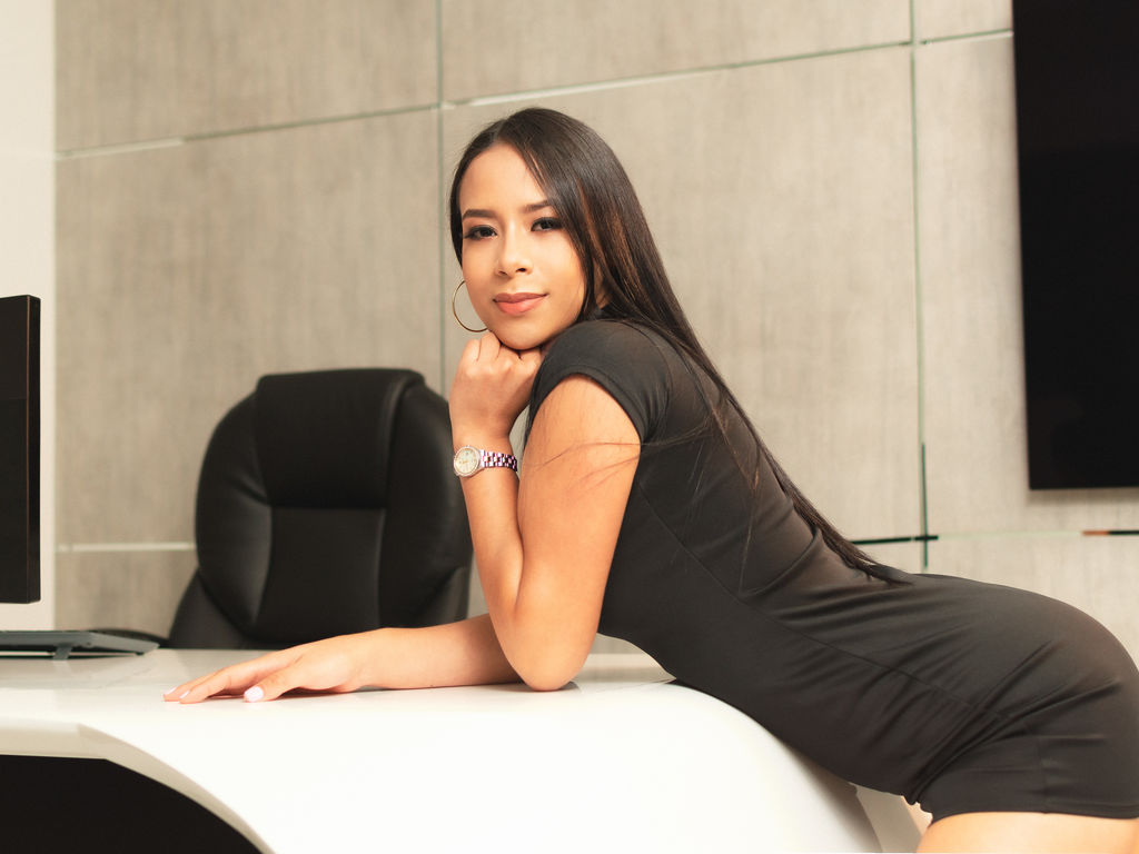 Webcam model MiaZambrano from Web Night Cam (LiveJasmin)