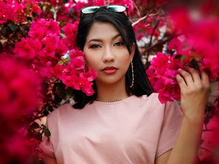 ArianaDeLuca cam - girl, latin - english
