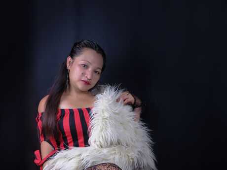 Chat with LADyannaSue