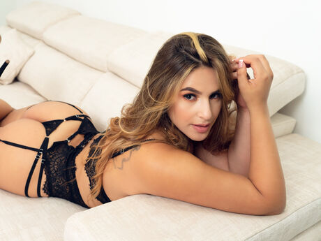 Chat with VeronicaGrey