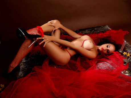 Chat with LuisaMadelyne