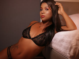 Webcam model CorinaMorris from Web Night Cam