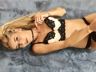 Webcam model IvyMason from Web Night Cam